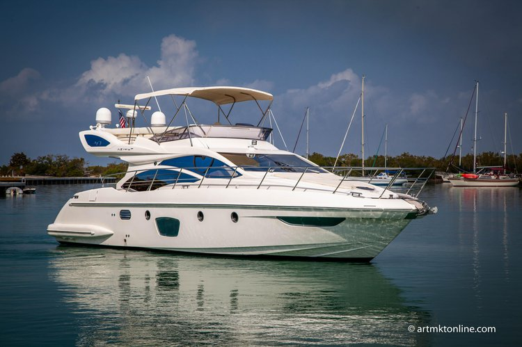 Discover Miami surroundings on this 47 Flybridge Azimut boat