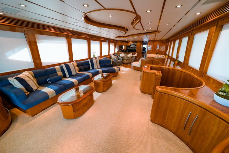 This 97.0' Hargrave cand take up to 12 passengers around Hollywood