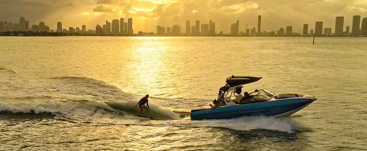 Up to 5 persons can enjoy a ride on this Motor boat boat