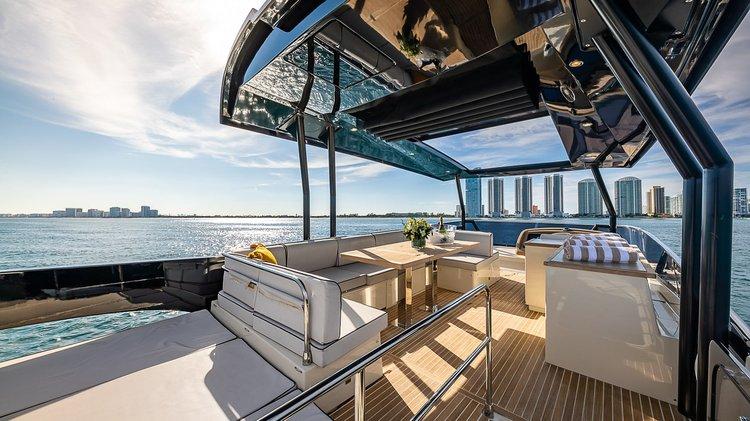 This 65.0' Monte Carlo cand take up to 13 passengers around Miami Beach