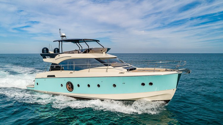Discover Miami Beach surroundings on this Fly Monte Carlo boat