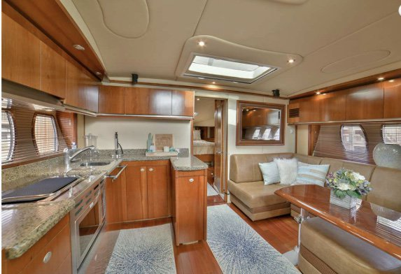 This 52.0' Sea Ray cand take up to 12 passengers around West Palm Beach