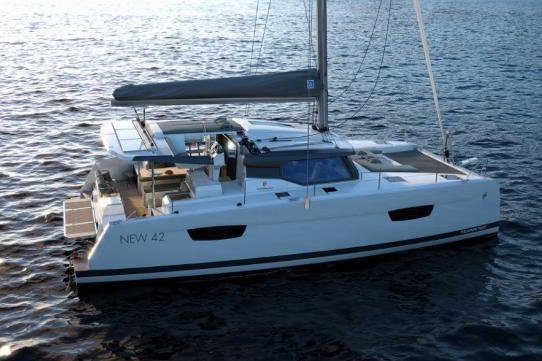 Discover Marsh Harbour surroundings on this 42 Astrea boat
