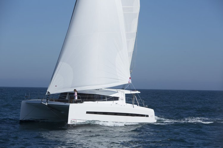 Experience sailing at its best on a this amazing catamaran charter in Bahamas