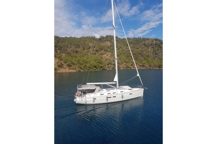 Bavaria's 45.0 feet in Aegean