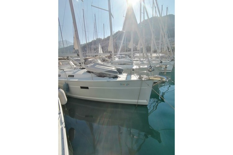 Discover Aegean surroundings on this Cruiser 45 Bavaria boat