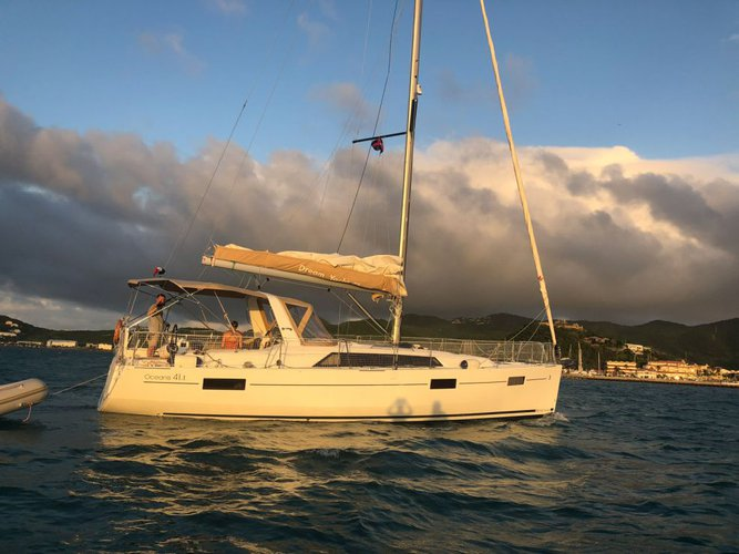 Discover Marsh Harbour surroundings on this 41.1 Oceanis boat