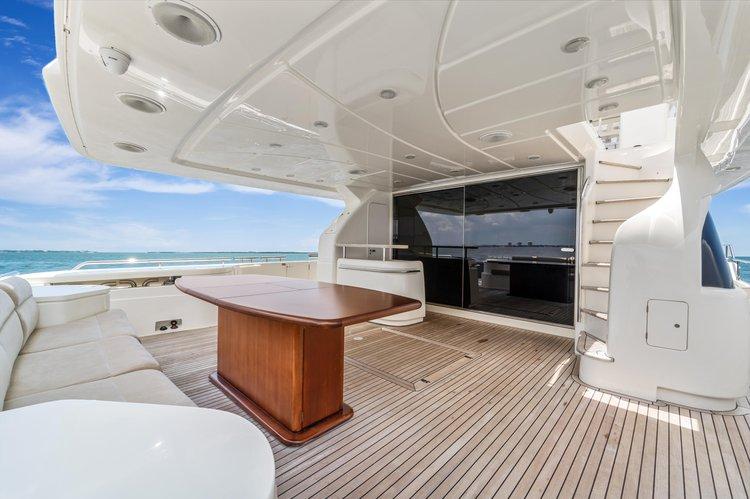 Discover Miami Beach surroundings on this 90 Ferreti boat