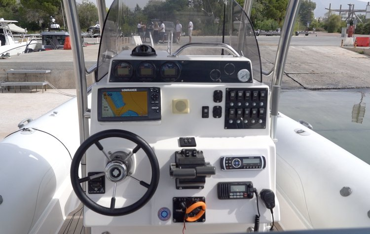 Boat for rent Great White 32.97 feet in Anavyssos, Greece