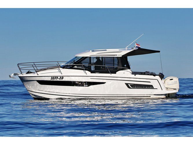 Sail the beautiful waters of Zadar on this cozy Jeanneau Merry Fisher 895