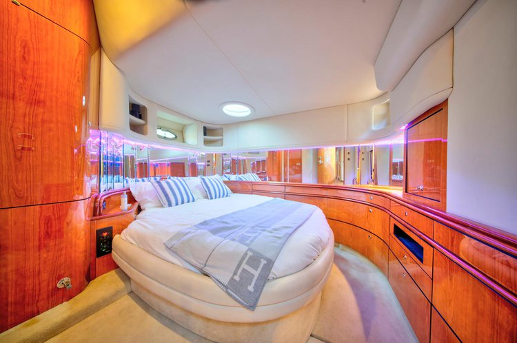 This 58.0' Sea Ray cand take up to 13 passengers around Sunny Isles