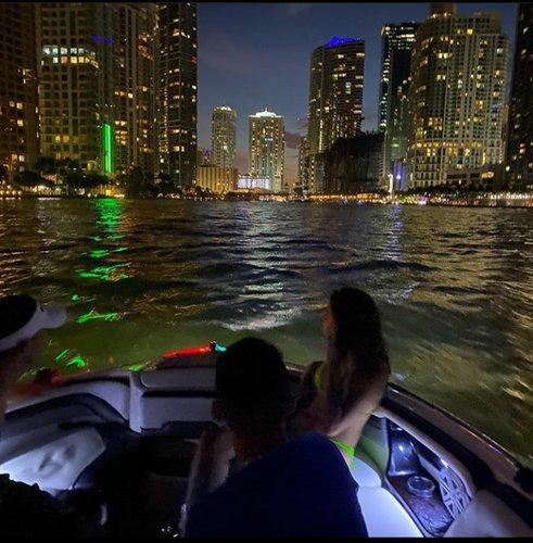 This 24.0' RINKER cand take up to 8 passengers around Miami Beach