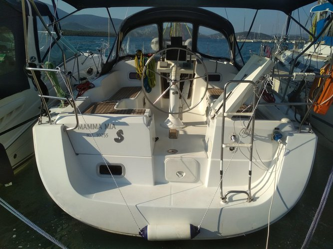 Charter this amazing sailboat in Achillio