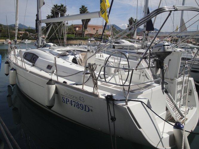 Sail the beautiful waters of Scarlino - Puntone on this cozy Beneteau Beneteau Oceanis 43