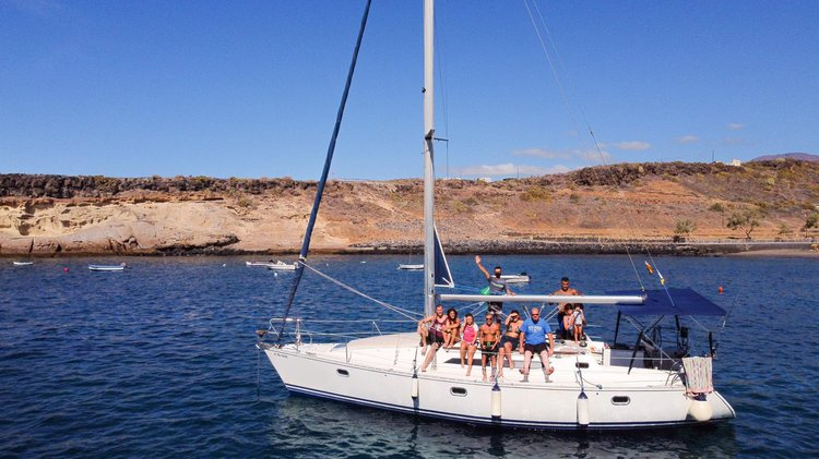 Relax and enjoy a wonderful excursion on board our beautiful Jeanneau Sun Odissey