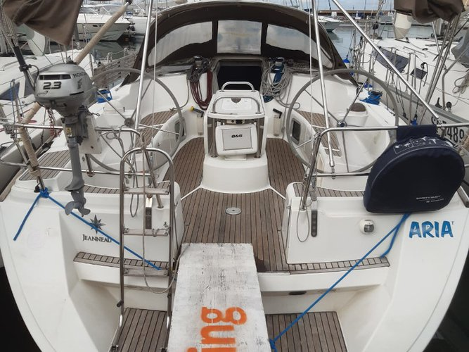 Jump aboard this beautiful Jeanneau Sun Odyssey 45