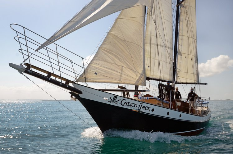 Up to 6 persons can enjoy a ride on this Schooner boat