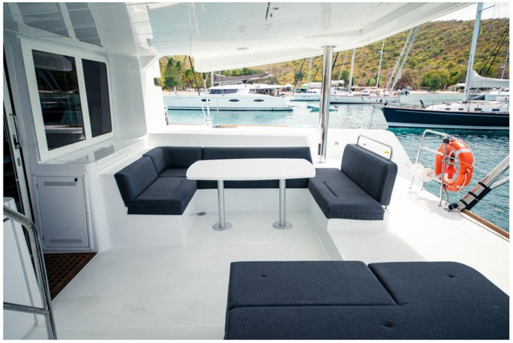 Lagoon boat for rent in Charlotte Amalie
