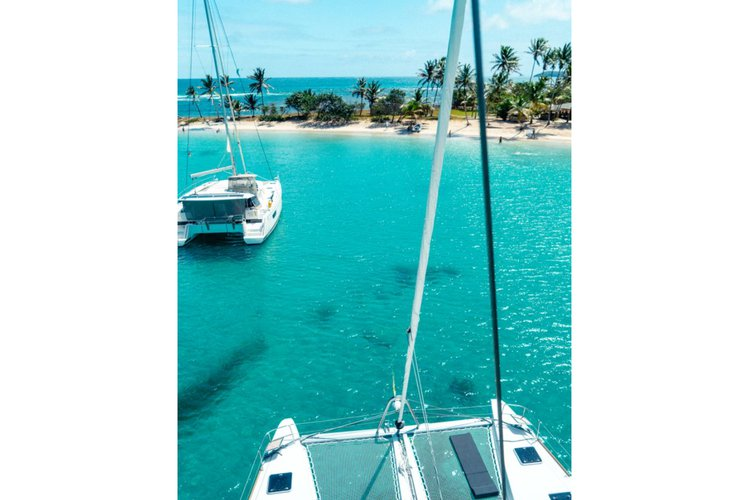 This 52.0' Lagoon cand take up to 14 passengers around Charlotte Amalie