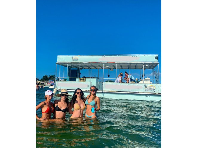 Pontoon boat for rent in Fort Lauderdale