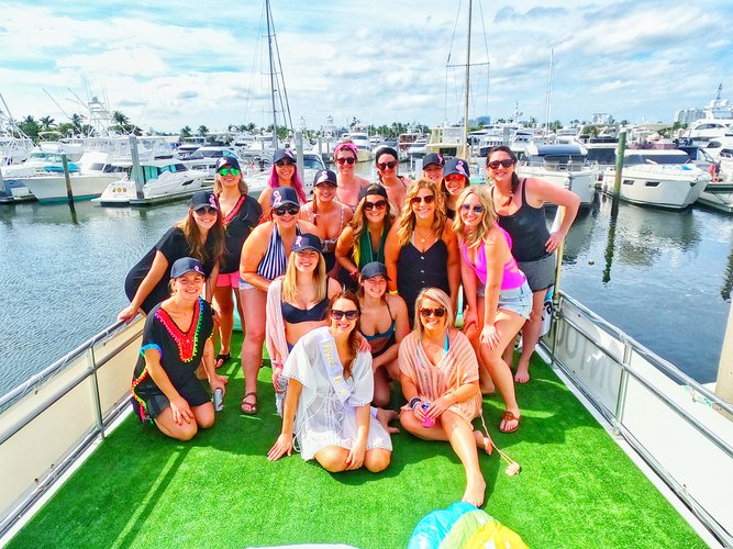 Boating is fun with a Pontoon in Fort Lauderdale