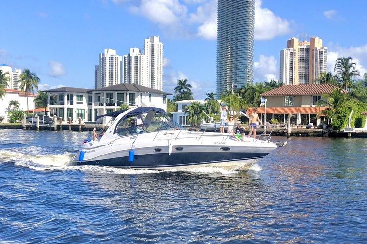 Beautiful 40' Four Winns Vista Cruiser Yacht