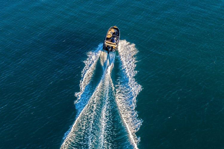 This 16.0' Nireus cand take up to 6 passengers around Santorini - Vlichada