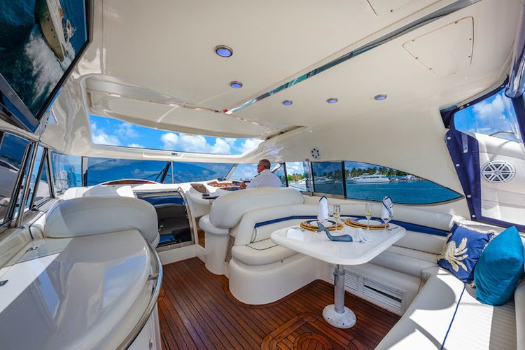 Discover North Bay Village surroundings on this Predator SunSeeker boat