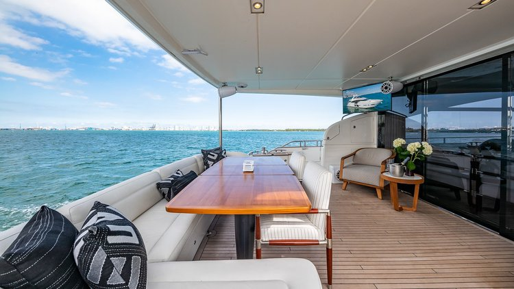 Discover Miami surroundings on this S Princess boat
