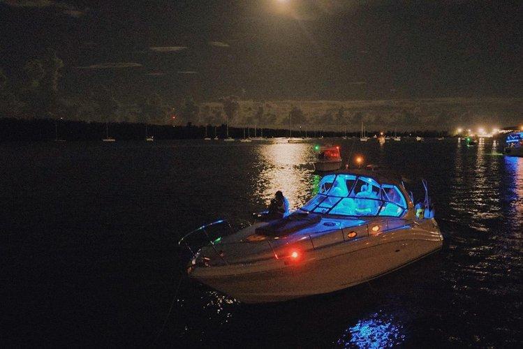 This 34.0' Sea Ray cand take up to 10 passengers around Miami Beach