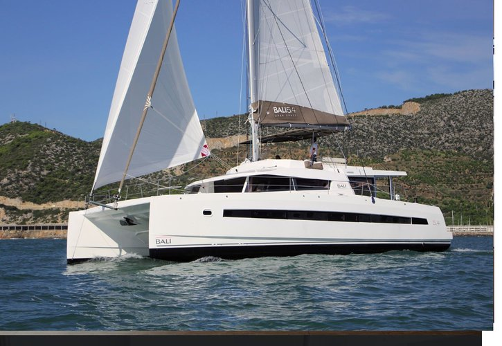 Explore the beauty of Tahitian waters aboard this spacious Bali 5.4