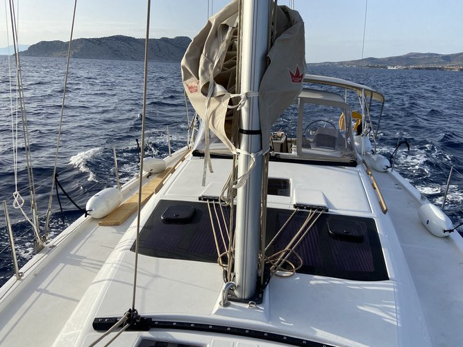 Discover Volos surroundings on this 430 GRAND LARGE DUFOUR boat