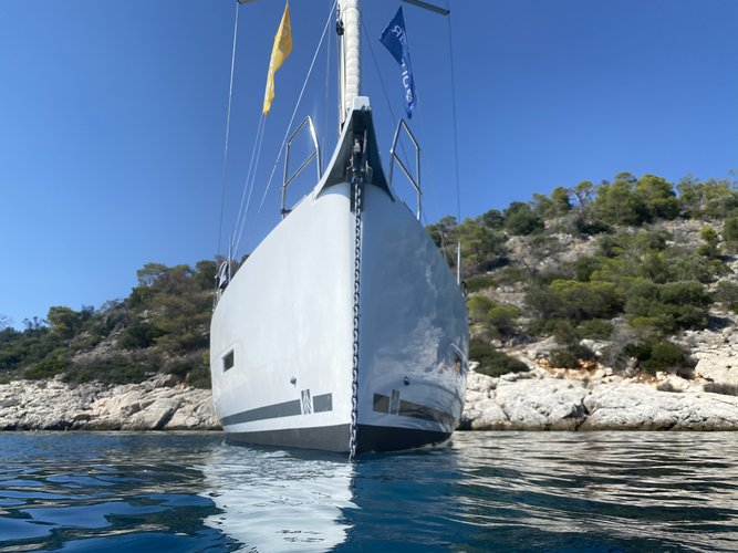 This 43.0' DUFOUR cand take up to 10 passengers around Volos
