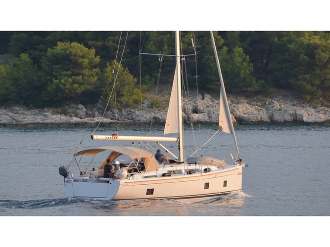 Enjoy luxury and comfort on this Hanse Yachts Hanse 418 in Rogoznica