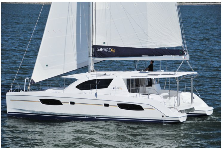 This 43.0' Leopard cand take up to 7 passengers around Charlotte Amalie