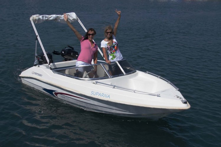 Rent a boat Discover Santorini by yourself. No license required