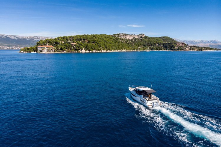 Jeanneau's 29.0 feet in Split region