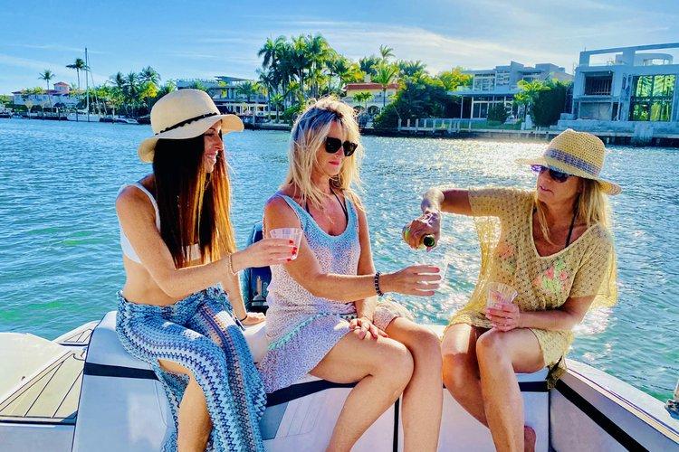 Motor boat boat rental in Kings Marina, FL