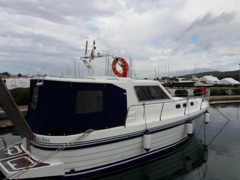 This motor boat charter is perfect to enjoy Zadar region