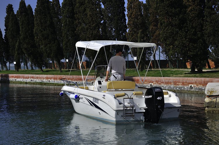 Fish and ski boat for rent in Jesolo