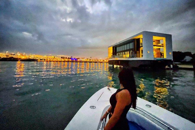 This 35.0' Sea Hunter cand take up to 12 passengers around Miami