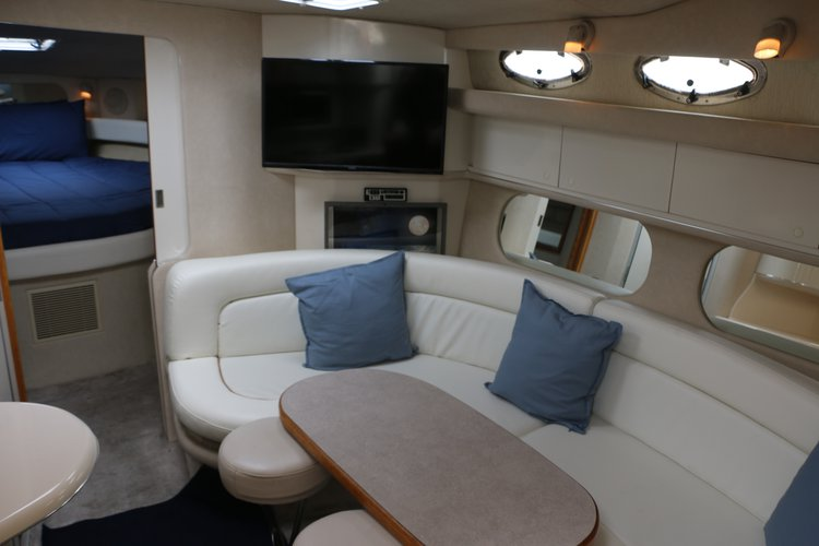 Discover Newport Beach surroundings on this Sundancer Sea Ray boat