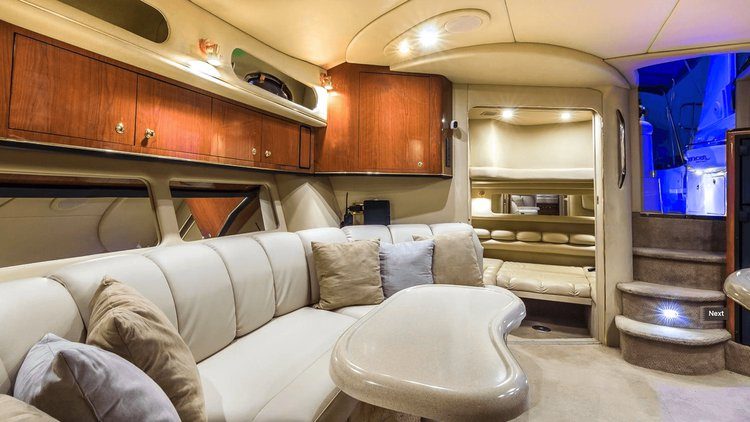 Discover Fort Lauderdale surroundings on this Sundancer Searay boat