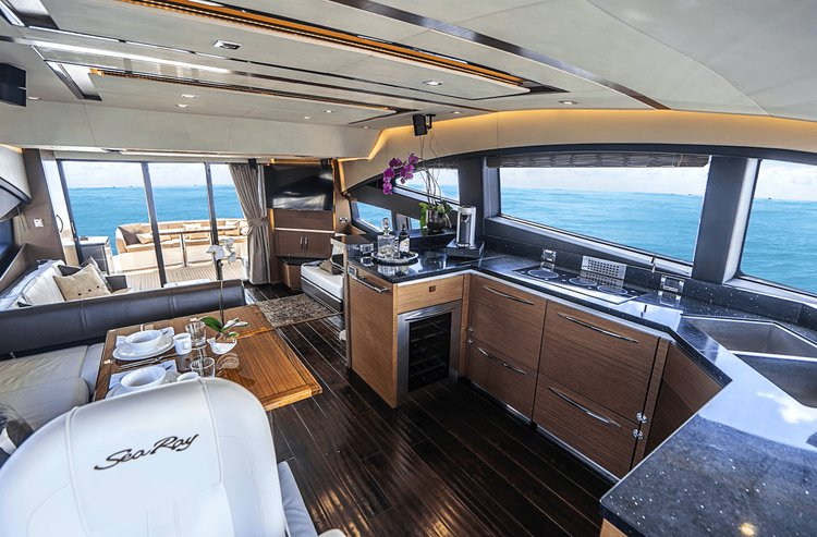 Motor yacht boat for rent in Paradise Island