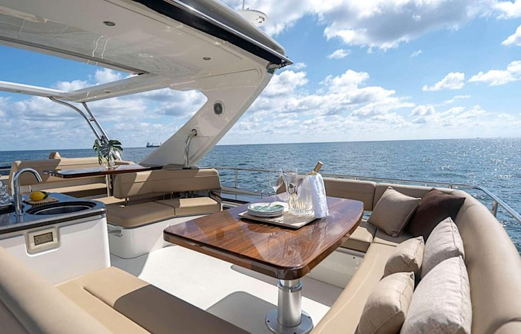 Discover Paradise Island surroundings on this Sundancer Searay boat