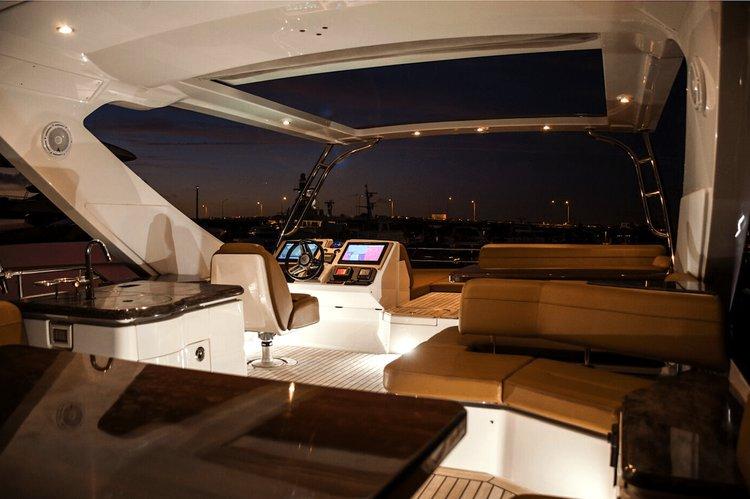 Boat rental in Paradise Island,