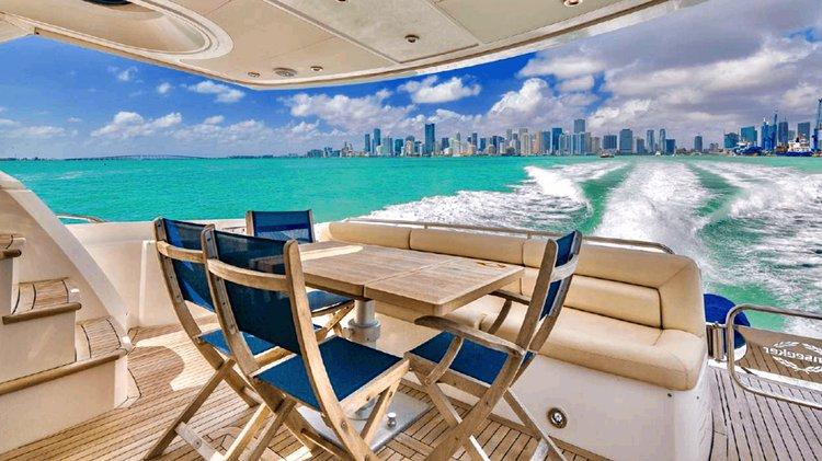 This 68.0' Sunseeker cand take up to 13 passengers around Miami Beach