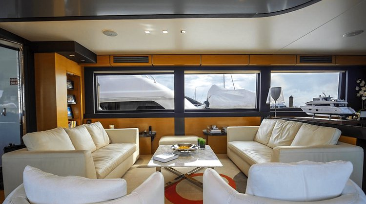 Discover Miami surroundings on this Fly Tarrab boat