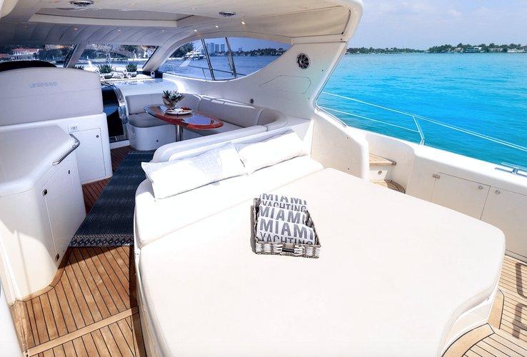 This 54.0' Uniesse cand take up to 13 passengers around Miami Beach