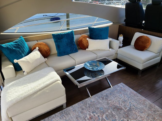 Express cruiser boat for rent in Newport